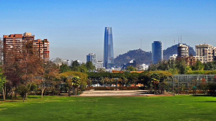 Vista panorámica del Parque Araucano, comuna de Las Condes. Ubicado a un costado del Mall Parque Arauco.